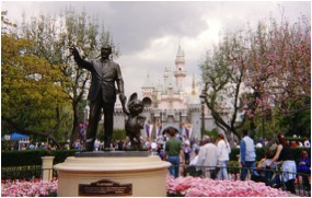 Disney.Statue.Daylight
