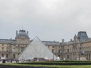 Molly.Louvre